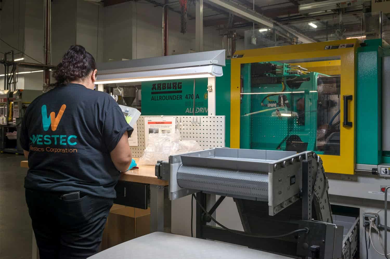 PEEK plastic injection molding machine maintenance